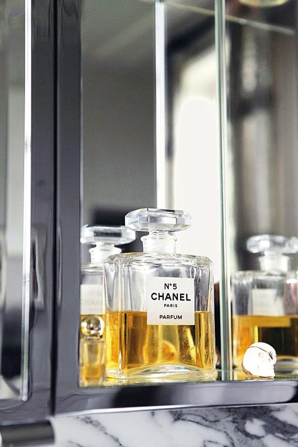 Kate-Moss-Chanel5-Vogue-27Jan15-Mike-Trow_b_592x888