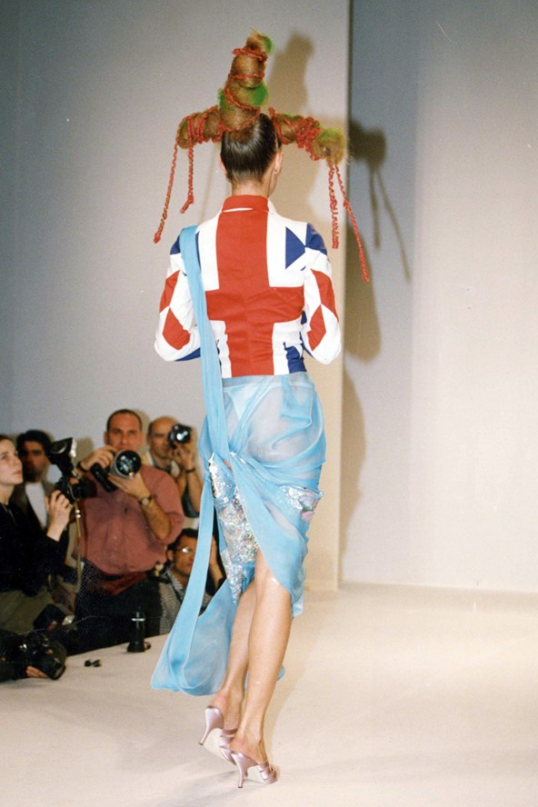Kate-Moss-Galliono-show-Vogue-27Jan15-Rex_b_592x888