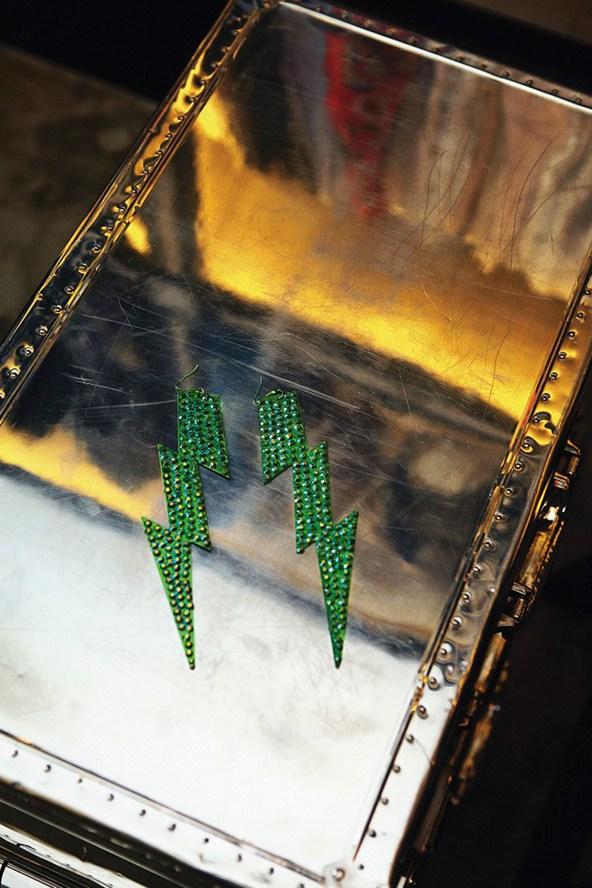 Kate-Moss-earrings-Vogue-27Jan15-Mike-Trow_b_592x888