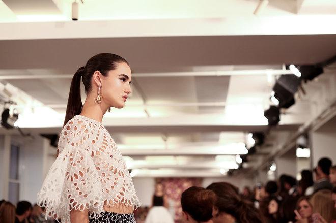 collections-beauty-guide-ponytail-oscar-de-la-renta-spring-summer-2015