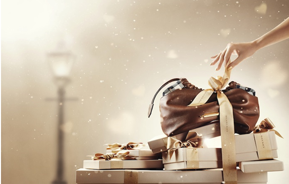 Beauty Diaries by Beauty Line - unwrapping gifts