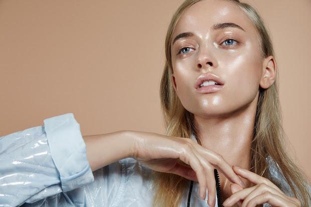 dewy-skin-shiny-glossy-foundation-highlight-wet-skin